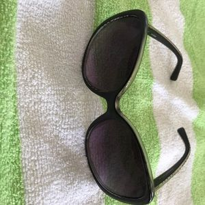 Woman's guess sunglasses